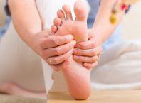 Ayaklarımızdaki Uyuşma ve Karıncalanma Hissi Neden Olur?