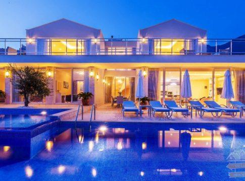 Antalya Kiralık Villalarda Tatilin Keyfini Çıkarın!