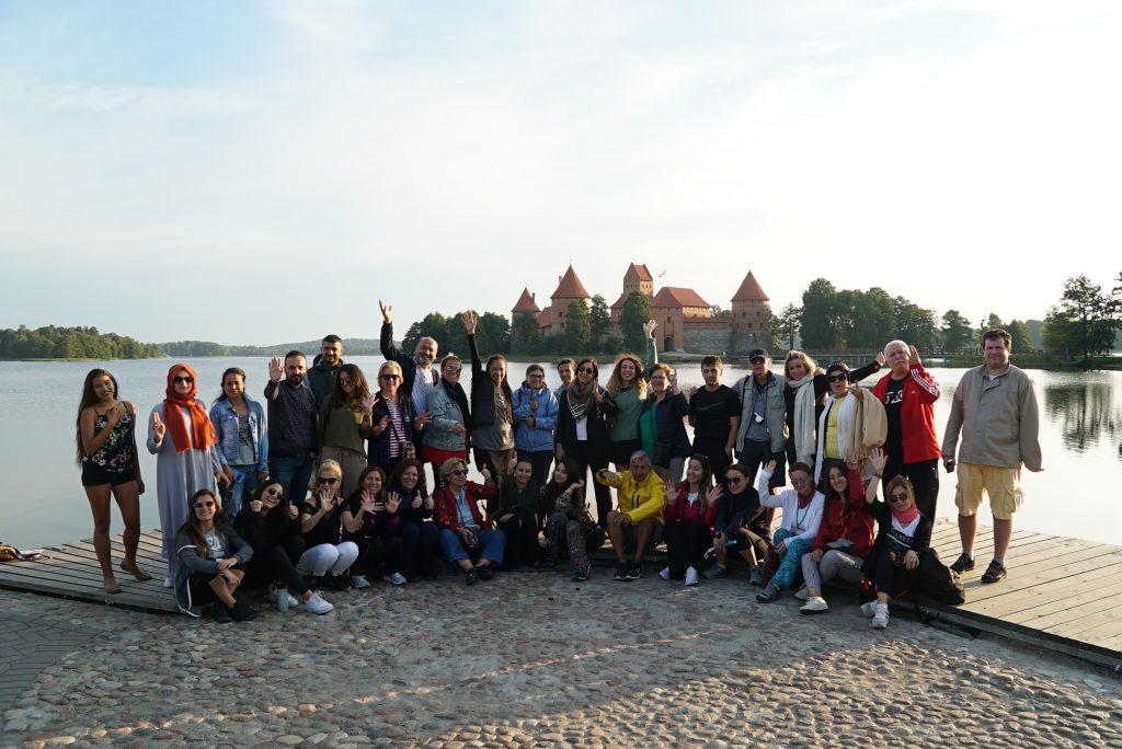 Avrupa Rüyası Kuzey Avrupa Turu Katılımcıları (Trakai Gölü, Litvanya)